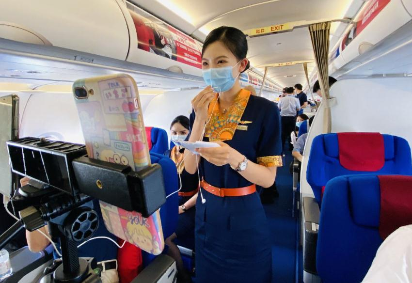 Airline offers onboard high-speed internet